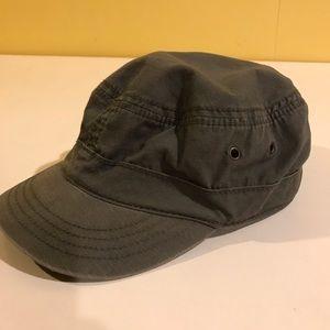 Unisex Cap with short brim